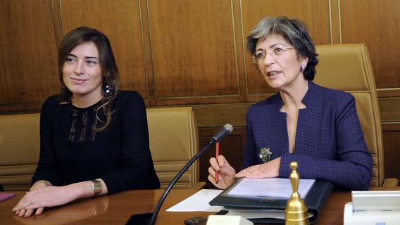 finocchiaro boschi scontro su immunita senatori nuovo senato