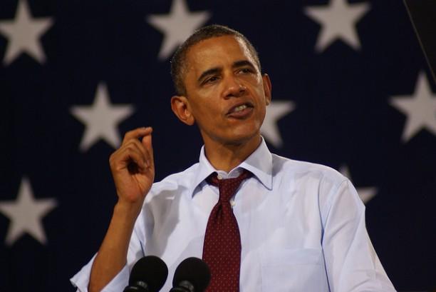 consulenza politica, immagine di Obama con bandiera dietro