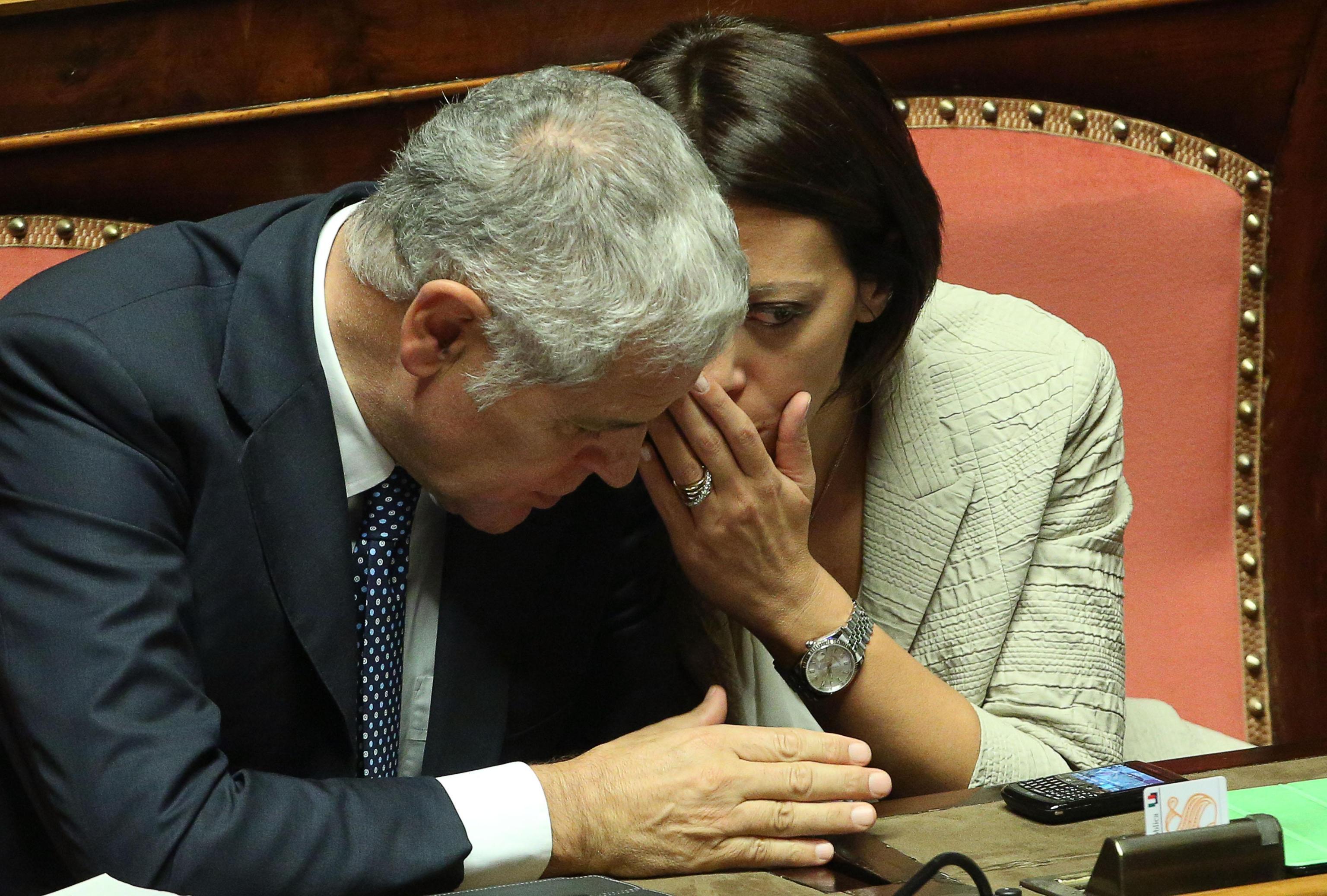Governo: Formigoni, momento grave, voto sì a fiducia