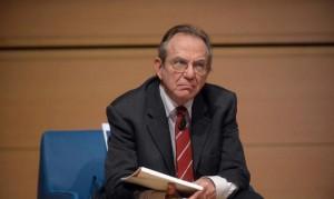 Il ministro Padoan: �Terrorismo incide negativamente sul Pil� Poi fa marcia indietro