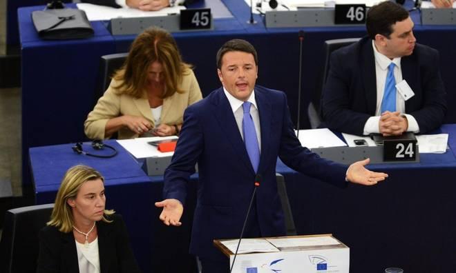 renzi al parlamento europeo mogherini in secondo piano
