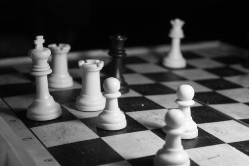 giallo scacchi morti