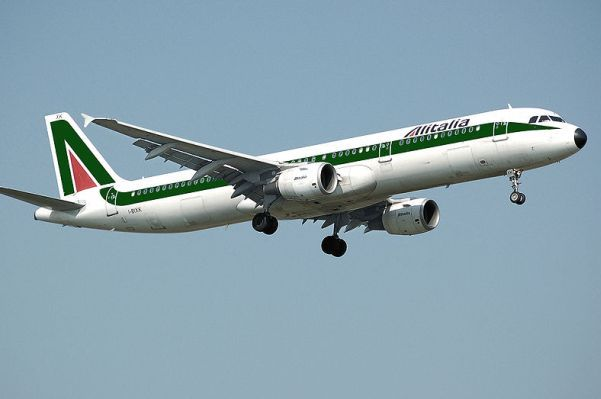 Aereo in volo di Alitalia