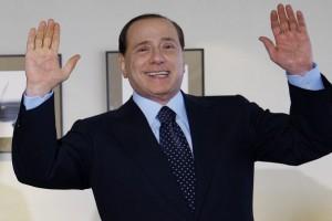Frattura al malleolo per Silvio Berlusconi