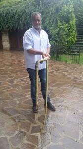 Calderoli uccide un serpente: �Chi mi critica � un ignorante�