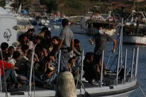 Immigrazione, Alfano: �Il passaggio da Mare Nostrum a Triton durer� due mesi. Ora portare le richieste di asilo in Africa�