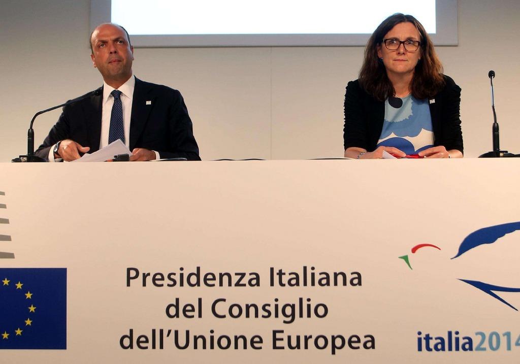 immigrazione italia e ue discutono mare nostrum frontex lampedusa