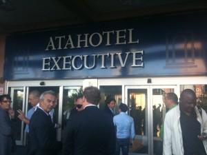 L'ingresso dell'Atahotel. Centro nevralgico del calciomercato