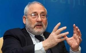 Il nobel Stiglitz promuove Renzi: �Bravo ma ha le mani legate�