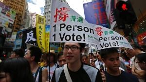 Hong Kong: continuano gli scontri nella notte