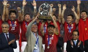 Marcello Lippi festeggia la vittoria della Champions League asiatica
