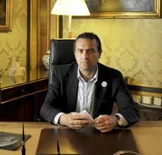 Napoli, De Magistris torna a fare il sindaco �Sono emozionato�