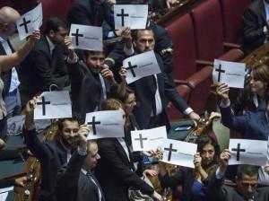 Sblocca Italia, la Camera approva. Protesta di Greenpeace e M5S contro le trivelle