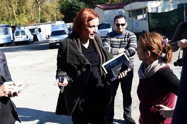 Lucia Borgonzoni leghista aggredita in campo nomadi a bologna