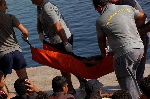 """Immigrazione, Alfano: """"Comuni, fate lavorare gratis i migranti"""""""