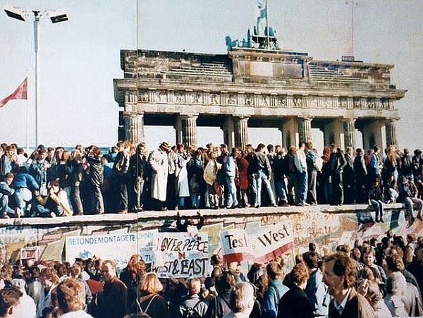 muro di berlino 1989 germania 9 novembre