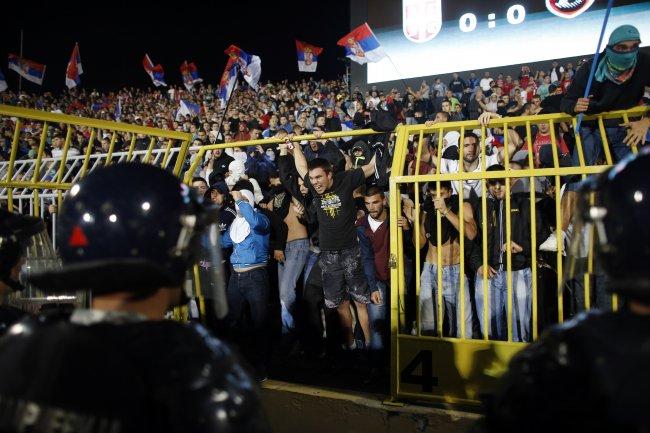 calcio-serbia-scontri
