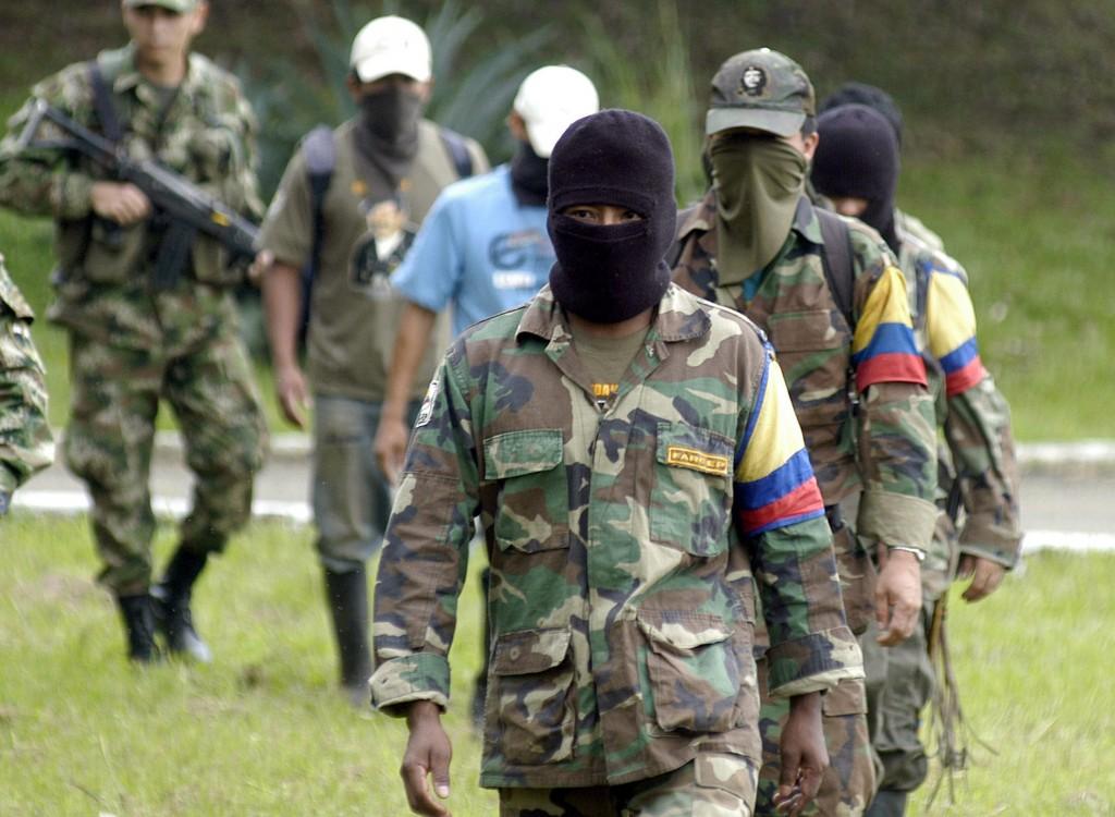 Colombia, Santos – FARC: pronta la tregua, la guerra continua