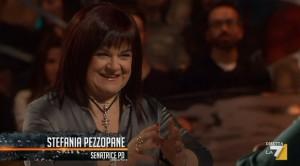 Pd, senatrice Pezzopane si commuove �Simone sta con me per amore�
