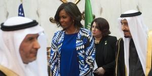 Imbarazzo in Arabia Saudita: Michelle Obama senza velo