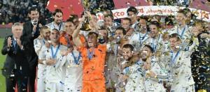 Il Real Madrid di Ancelotti festeggia la vittoria del Mondiale per Club