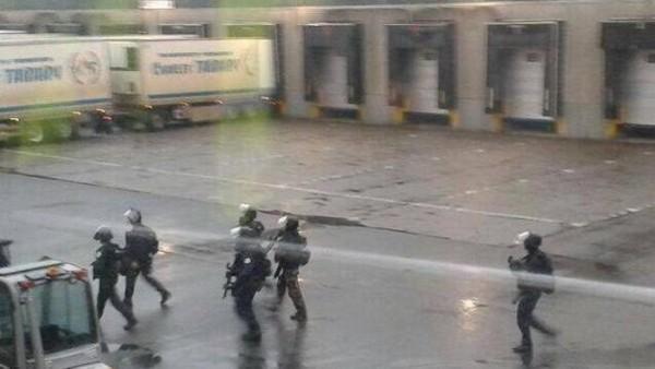 terroristi barricati