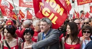 Corteo Fiom, in 15 mila a Roma con Landini e contro il Jobs Act
