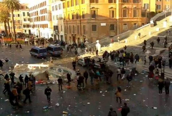 tifosi olandesi devastano roma