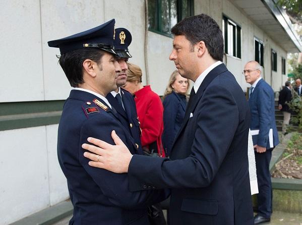 renzi a pompei incontra i due poliziotti