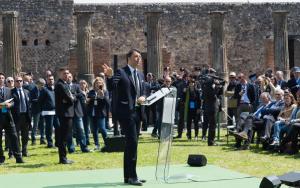 Renzi a Pompei: �Il Mondo chiede l�Italia�
