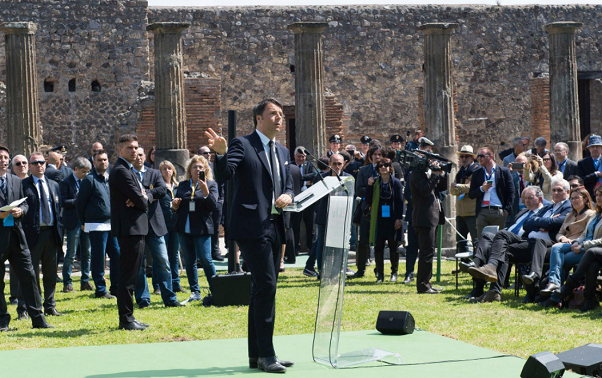 renzi a pompei mondo chiede italia