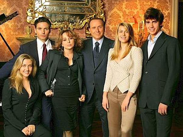 foto di famiglia berlusconi coi suoi figli