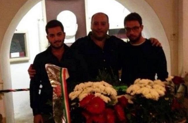 Carlo Aveta con due amici a Predappio sulla tomba di Mussolini