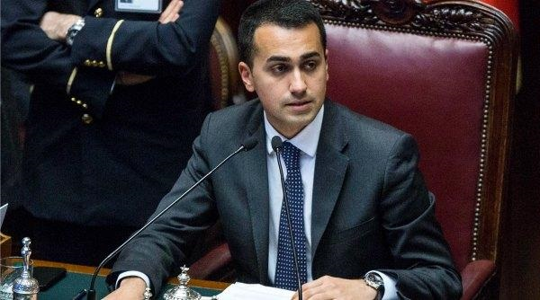 di maio alla camera seduto in primo piano