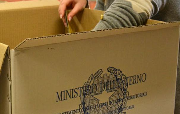 urna elettorale nel corso dello scrutinio simbolo ministero dell'interno