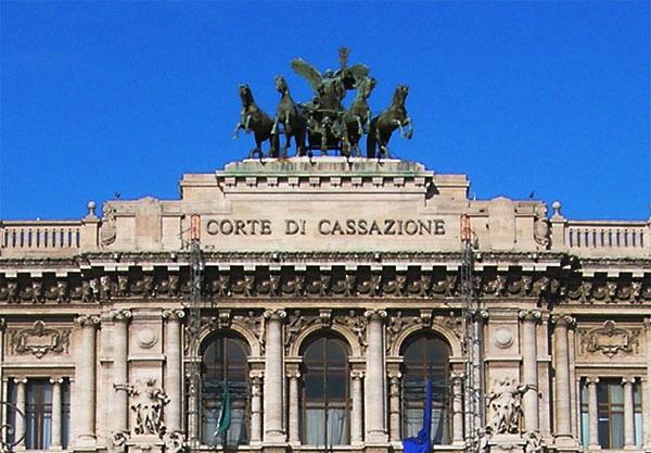 il palazzo di Giustizia, sede della corte di Cassazione in primo piano, campeggia la scritta corte di cassazione