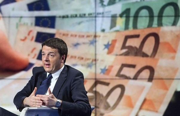 renzi seduto su poltrona studio tv con sullo sfondo immagini di banconote da 50 e 100 euro