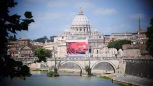 Pubblicit� Fiat copre San Pietro: la Taverna attacca Marchionne e Marino