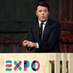Pd Renzi mentre parla dal palco Expo padiglioni expo