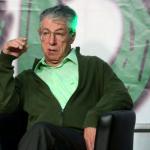 Umberto bossi vestito di verde