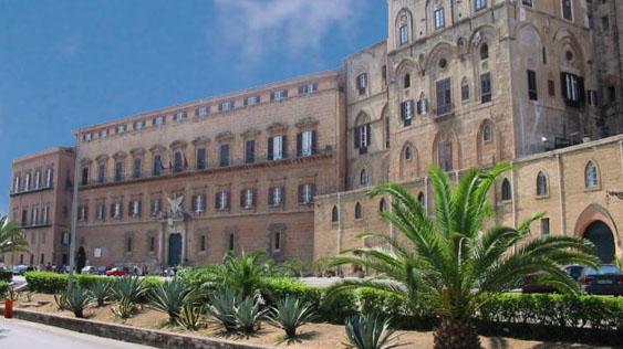 foto esterno della sede dell'Assemblea regionale siciliana