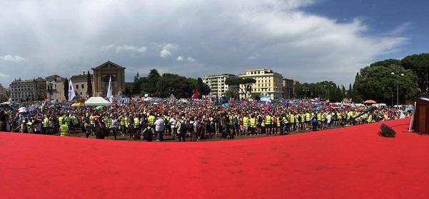 immagine della folla riunita a piazza san giovanni