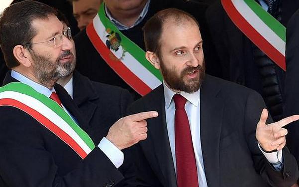 sindaco marino con fascia tricolore e commissario pd roma orfini