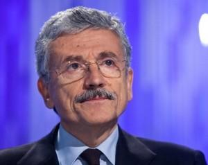 """D'Alema fa fuori Renzi: """"Ci farà perdere le elezioni, va sostituito"""""""