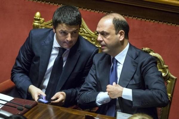 rimpasto governo, Alfano e Renzi seduti sui banchi del governo