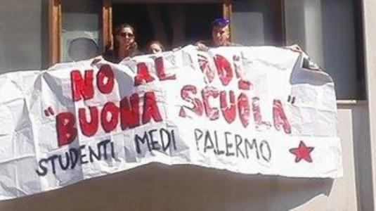 Striscione Studenti Medi Palermo contro Buona Scuola