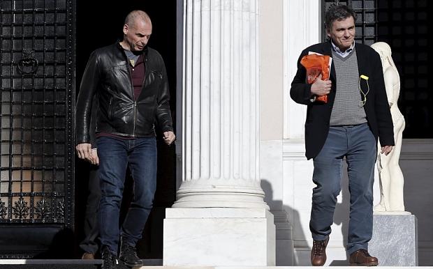 Tsakalotos neoministro finanze greco e suo predecessore Varoufakis