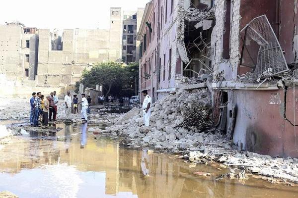 consolato italiano colpito da un'autobomba al Cairo