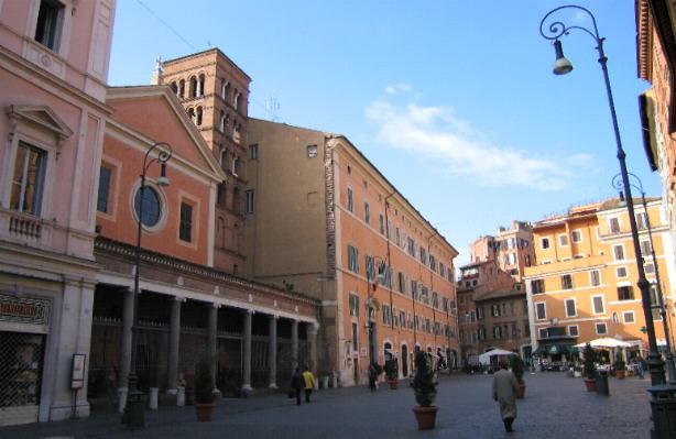 immagine di piazza san lorenzo in lucina sede di forza italia