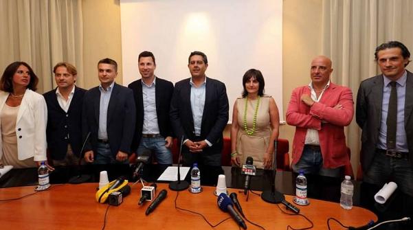 foto della squadra dei nuovi assessori della regione liguria